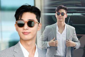 Xuất hiện lần đầu sau tin đồn hẹn hò Park Min Young, Park Seo Joon bị Phó tổng Lee Young Joon 'nhập' tại sân bay
