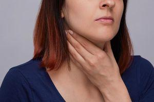 Triệu chứng ung thư cổ họng bạn hay bỏ qua