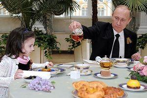 Những khoảnh khắc thân thiện của Tổng thống Nga Putin
