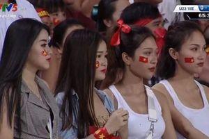 Dàn hot girl World Cup bị ném đá khi đi cổ vũ đội Olympic Việt Nam