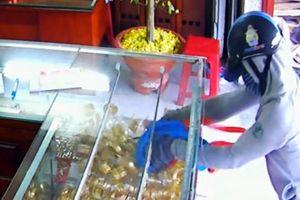 Khởi tố 'cặp đôi' liều lĩnh cướp tài sản tại các cửa hàng vàng ở Hà Nội