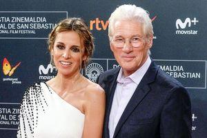 Ngôi sao phim 'Người đàn bà đẹp' có con ở tuổi 69