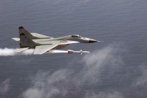 Phòng không Nga có nằm im khi NATO bắn nhầm tên lửa?