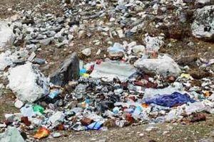 Nóc nhà thế giới cũng không thoát khỏi cảnh bị đồ nhựa 'bóp nghẹt'