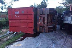 Hà Tĩnh: 2 ô tô tải đối đầu kinh hoàng, 2 người chết, 1 người bị thương nặng