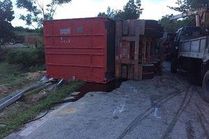 Hà Tĩnh: Hai xe container đối đầu nhau khiến 2 người chết, 1 người bị thương