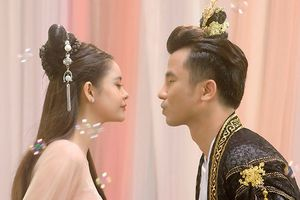 Trương Quỳnh Anh suýt 'hôn' trai lạ trong teaser MV cổ trang mới