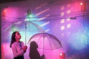 Người Sài Gòn quen và lạ với những cơn mưa bằng công nghệ thực tế ảo, 3D mapping