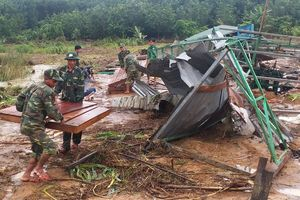 Lũ quét lên nhanh nhấn chìm cả vùng biên giới huyện Ia H'Drai