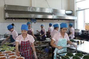 Những vi phạm quy định về điều kiện ATTP bếp ăn tập thể tại khu công nghiệp trên địa bàn Hà Nội