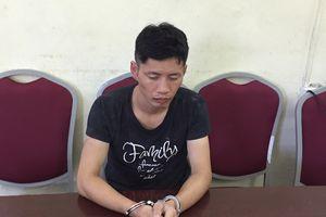 Hai người Trung Quốc táo tợn cướp tiền, ô tô rồi tông xe vào cảnh sát
