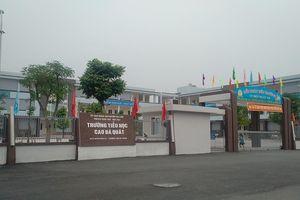 Phân tuyến không hợp lý, phụ huynh bao vây trường Tiểu học Cao Bá Quát