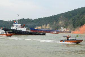 Tàu chở 10 thuyền viên bị bão đánh rách mạn, ứng cứu thế nào?