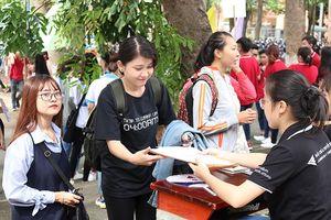 Hậu công bố điểm chuẩn, các trường Đại học ở Sài Gòn nô nức đón tân sinh viên làm thủ tục nhập học