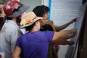 Hà Nội: Hàng trăm phụ huynh 'bao vây' cổng trường vì phân tuyến