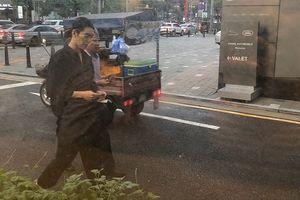 Kim Woo Bin tái xuất với vẻ gầy gò sau hơn một năm điều trị ung thư