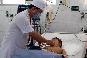Bé 6 tuổi suýt mất mạng vì hóc thịt viên khi ăn bún