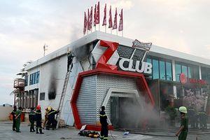 Cháy quán bar ZClub ven biển Nha Trang