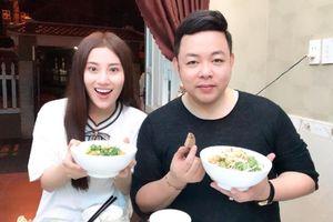 Ca sĩ Quang Lê về Đà Nẵng 'ra mắt' gia đình Tố My