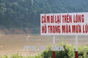 Điện Biên: Người dân vẫn chủ quan di chuyển trên lòng hồ thủy điện trong mùa mưa lũ