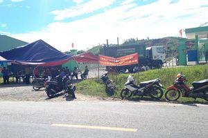 Hà Tĩnh: Dân dựng rạp, mang ruồi đến trước Nhà máy xử lý rác phản đối ô nhiễm