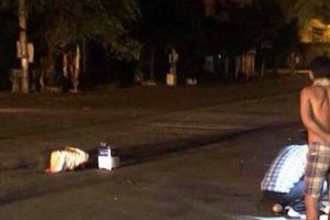 Côn đồ bắn nhau, một người đi đường trúng đạn tử vong