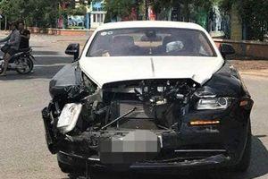 Ai điều khiển siêu xe Rolls-Royce gặp tai nạn với xe Honda CRV?