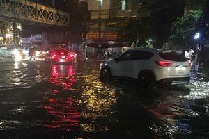 Hà Nội: Nhiều tuyến phố ngập sâu sau cơn mưa lớn