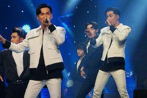 Không hổ danh 'Quán quân Giọng hát Việt': Ali Hoàng Dương 'nhảy ầm ầm' vẫn hát liền tù tì loạt hit cực mượt