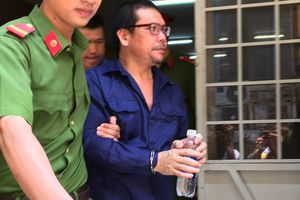 Ngày hầu tòa của nhóm bán logo xe 'vua', hối lộ tiền tỷ cho CSGT