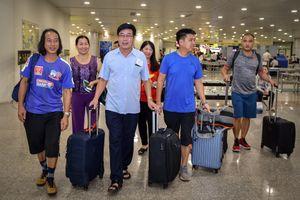 Bố Xuân Trường tươi cười cùng Đoàn thể thao VN lên đường đến ASIAD