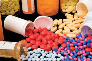 Khi mua thuốc kháng sinh dễ như mua… rau