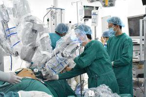 Lần đầu tiên phẫu thuật thành công ung thư thực quản với sự hỗ trợ của robot
