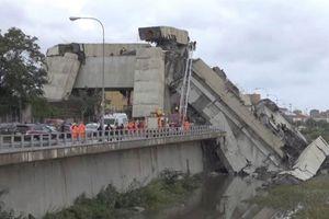 Hiện trường vụ sập cầu đường cao tốc khiến 22 người thiệt mạng ở Italia