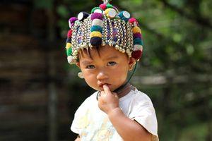 Chiếc mũ đội đầu của trẻ em nơi rẻo cao