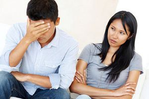 Làm sao khi chồng kiệm lời, không chịu chia sẻ với vợ?