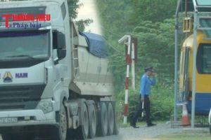 Quảng Bình: Thanh tra giao thông 'lạnh lùng' quay đi khi thấy xe quá khổ, quá tải?!