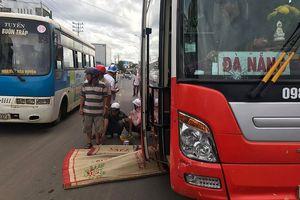 Người đàn ông tử vong vì bị xe khách kéo lê hàng chục mét