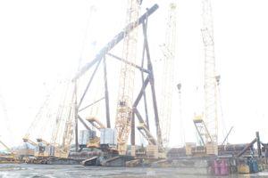 Vietsovpetro dựng thành công Panel Row 4, phần 1 của chân đế Sao Vàng