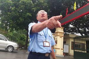 Lãnh đạo huyện Văn Giang 'trao quyền' cho bảo vệ tiếp phóng viên, buông lời xúc phạm!