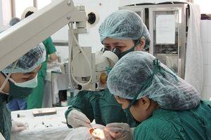 Phẫu thuật tật khúc xạ bằng phương pháp không chạm mắt