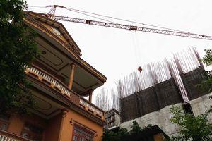 Dự án căn hộ cao cấp trên khu đất vàng ở Huế gây nứt hàng loạt nhà dân