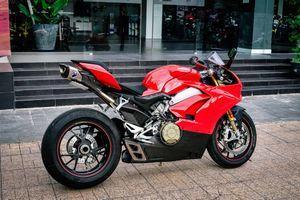 Ducati Panigale V4S độ ống xả gần 200 triệu đồng tại Việt Nam