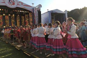 Sắc màu sặc sỡ quyến rũ của festival nghệ thuật Slav 'Cánh đồng Nga'