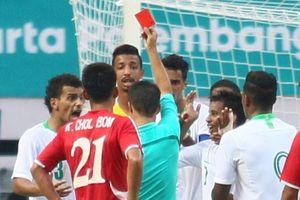 Trọng tài bẻ còi trong trận đấu quyết định bảng F tại ASIAD