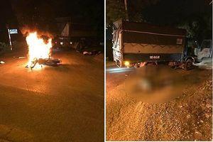 Hà Nội: Xe máy tông xe tải, hai anh em sinh đôi thương vong