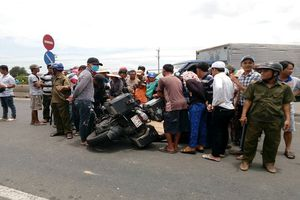 Phượt xuyên Việt bằng mô tô BMW, chồng khóc ngất bên xác vợ chết thảm dưới bánh xe tải