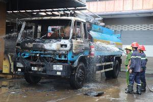 Cháy cây xăng, người dân hoảng loạn tháo chạy