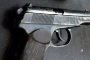 Bắt hai 'cáo già' mang theo súng K59 đi giao 8kg ma túy 'đá'