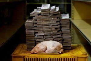 Choáng với siêu lạm phát ở Venezuela: 14,6 triệu bolivar mới mua nổi một con gà, 1 kg cà chua giá 5 triệu
